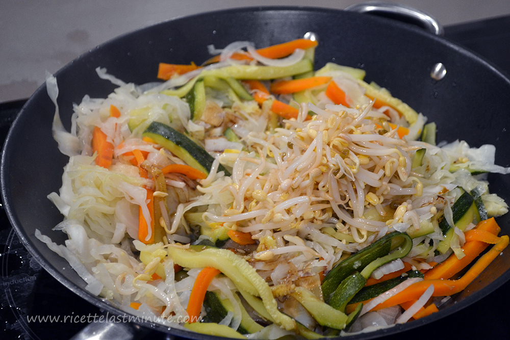 Adding soybean sprouts to the pan
