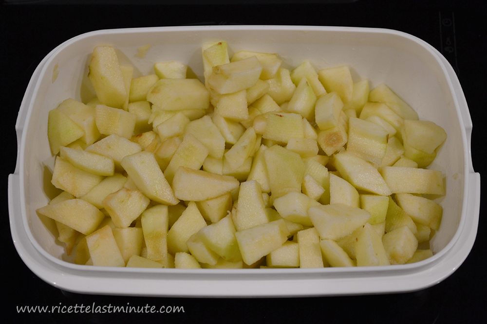 Apples cut into pieces and sprinkled with lemon juice