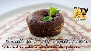 Fondente al cioccolato con farina di mandorle e pistacchio