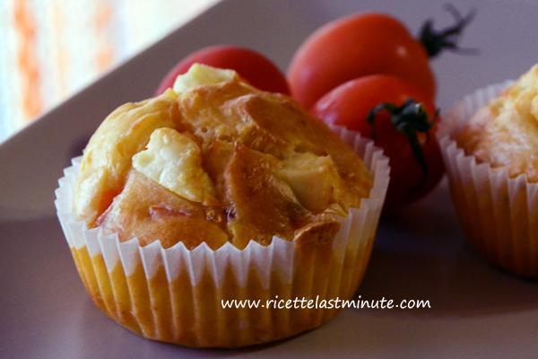 Muffin salati con pomodorini e feta