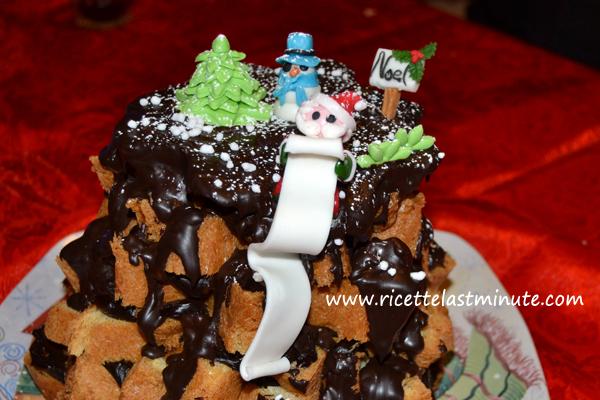 Pandoro farcito con fontana di cioccolato fondente