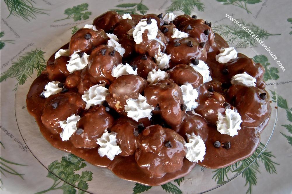 Profiteroles al cioccolato facili e veloci