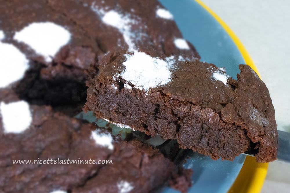 Torta al cioccolato dal cuore morbido senza uova