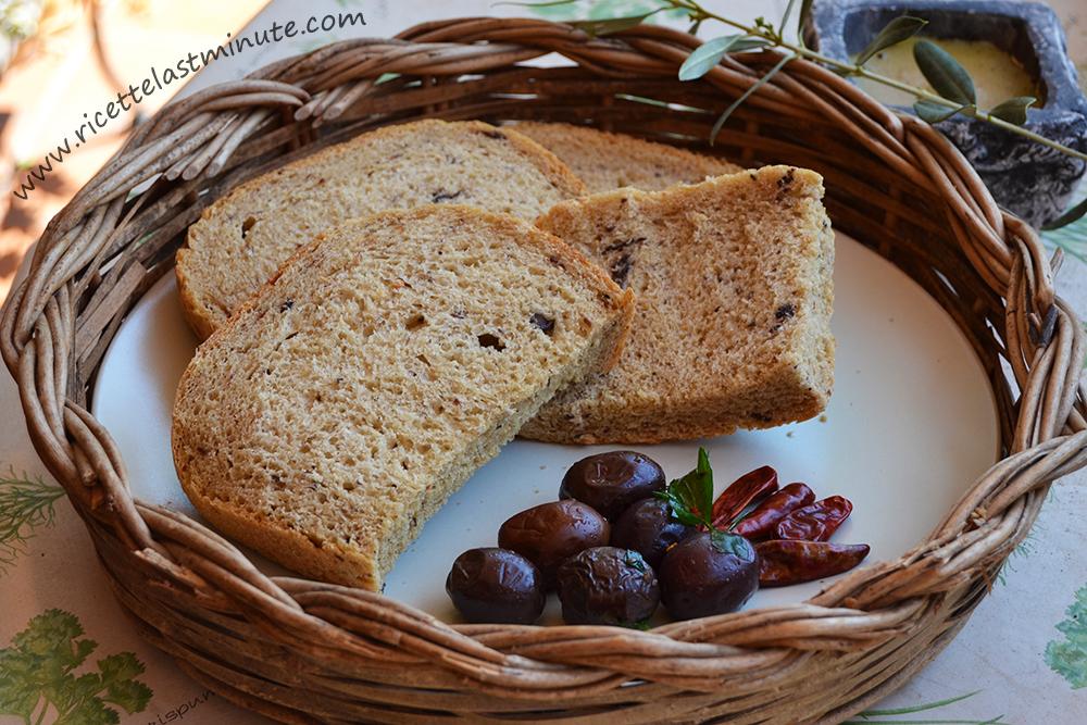 Pane con olive e peperoncino (mdp)