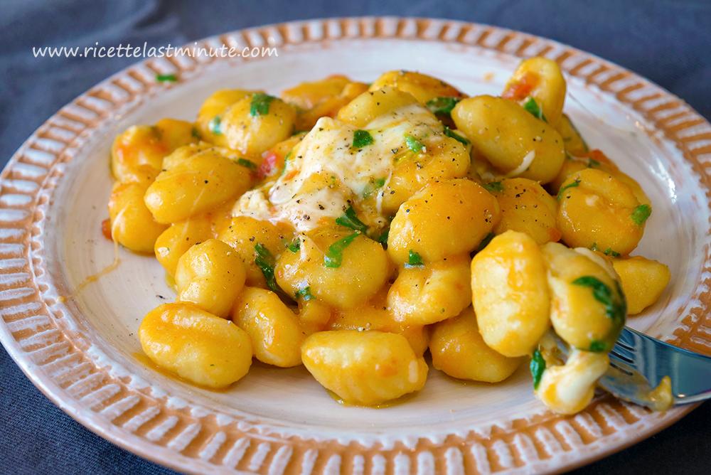 Ricetta Gnocchi Sugo E Mozzarella.Gnocchi Pomodoro Spinaci E Mozzarella Di Bufala Ricette Last Minute
