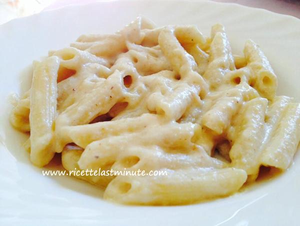 Pasta con crema di noci e parmigiano