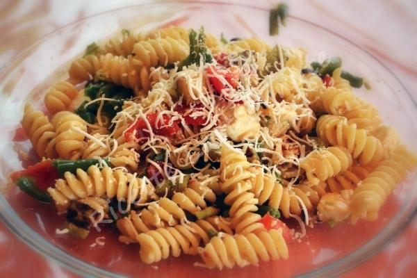 Pasta con pomodori, zucchine e fagiolini