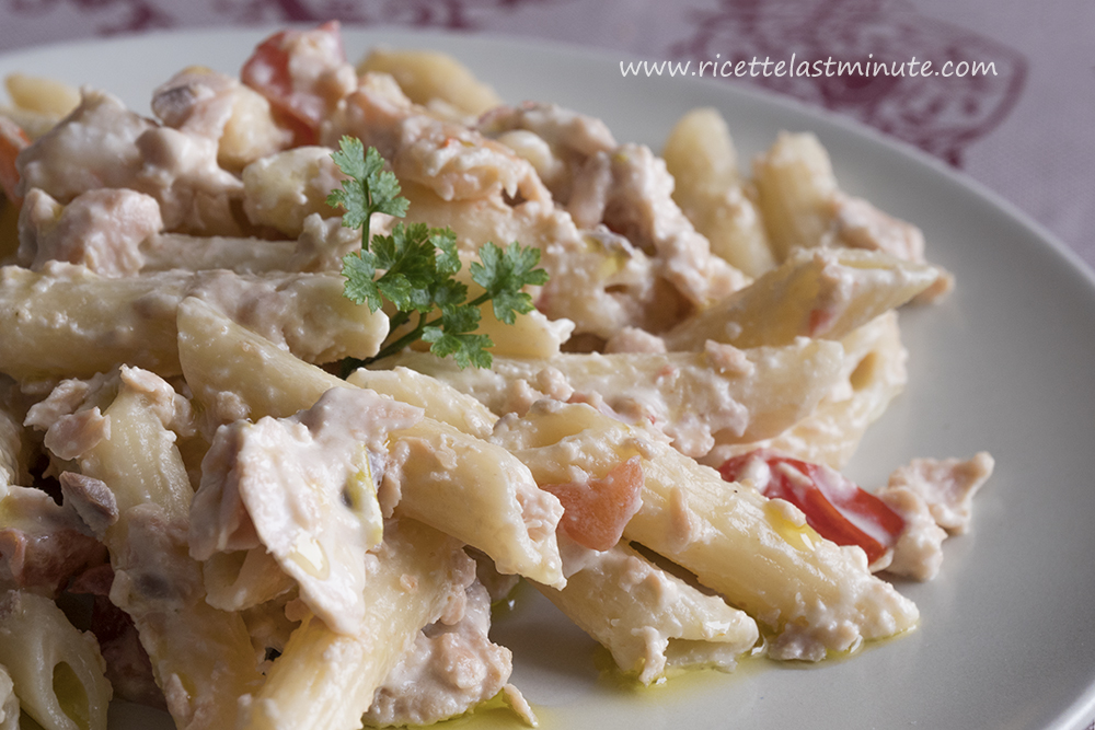 Pasta con salmone fresco e gamberetti