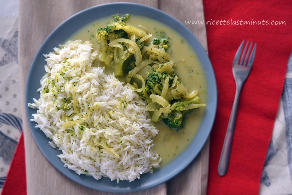 Riso basmati con cipolla e broccoli piccanti in umido