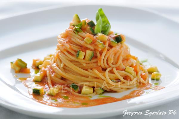 Ricette Last Minute Spaghetti Con Zucchine E Salsa